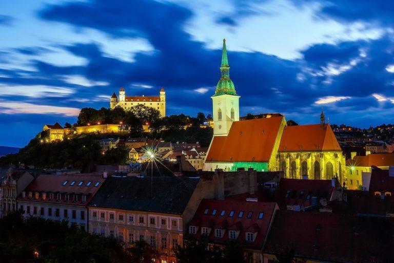 bratislava-at-night-2048x1366-1-768x512