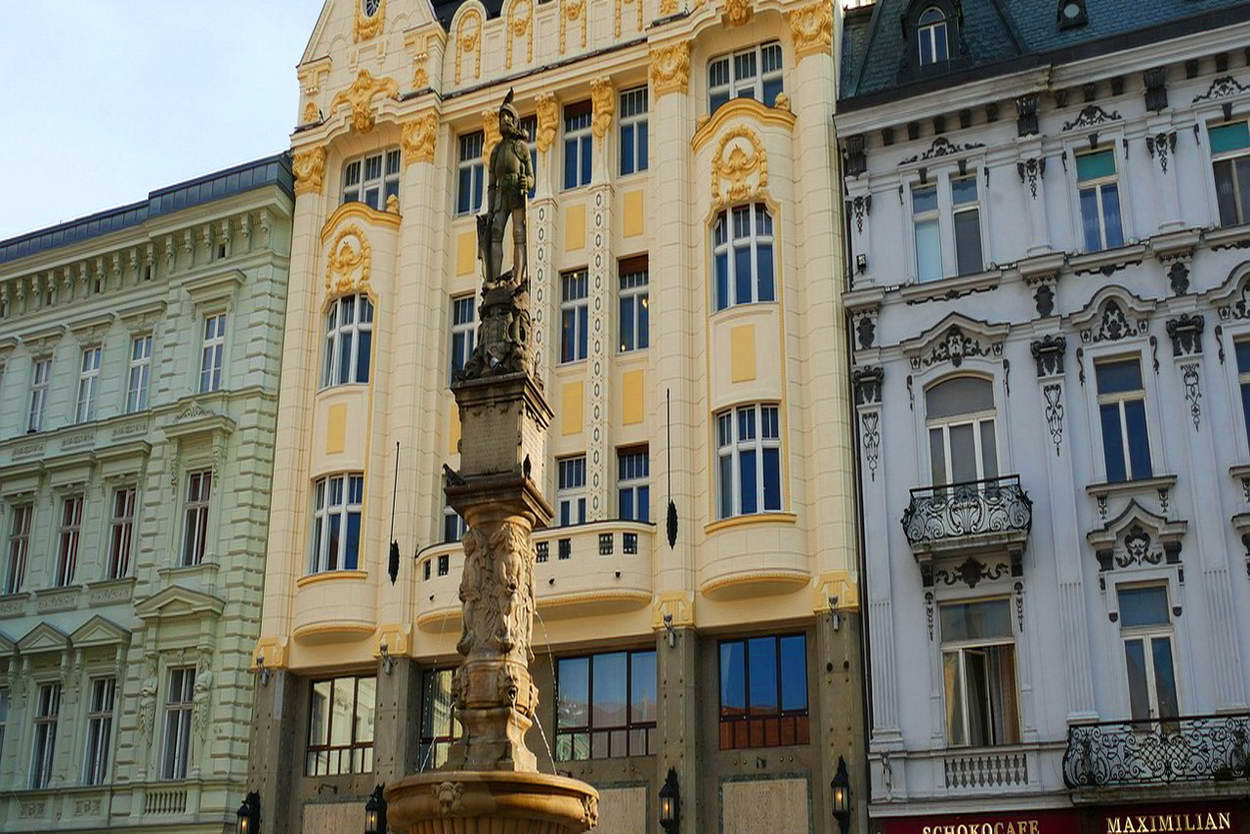 bratislava-old-town-tour-header-1250x834