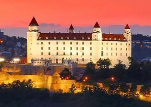 https://www.bestslovakiatours.com/wp-content/uploads/2021/09/hrad-brozura.jpg